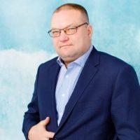 Директор школы Кобызев Дмитрий Вячеславович