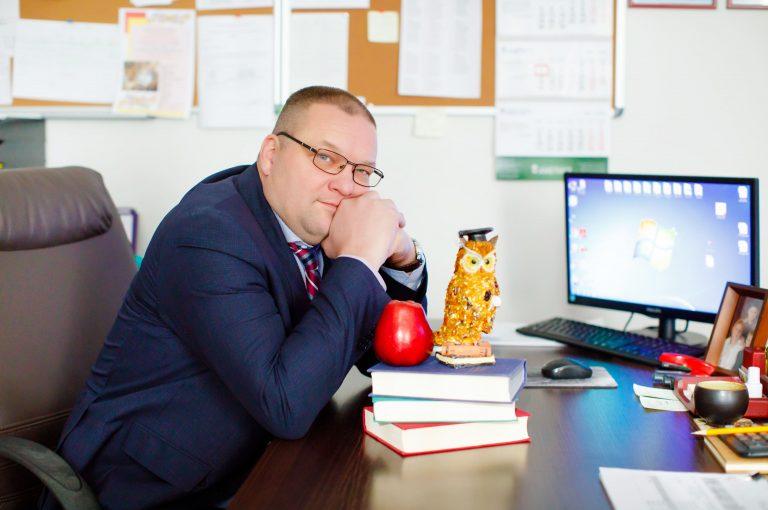 Кобызев - директор Аметист
